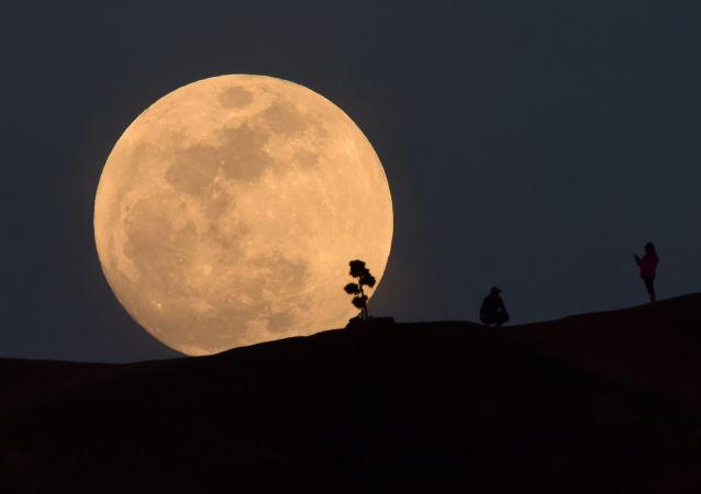 El eclipse de superluna, visto desde diferentes partes del planeta