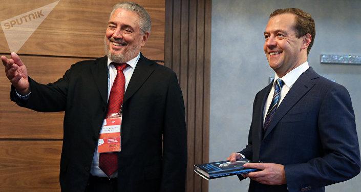 El científico cubano Fidel Castro Díaz-Balart y el primer ministro ruso, Dmitri Medvédev