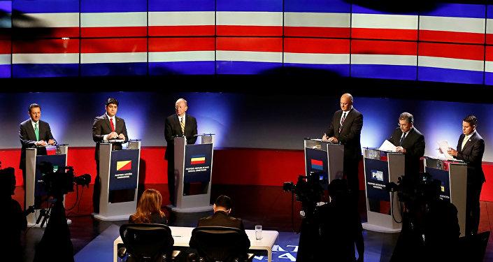 Los candidatos presidenciales de Costa Rica en un debate el 1 de febrero de 2018