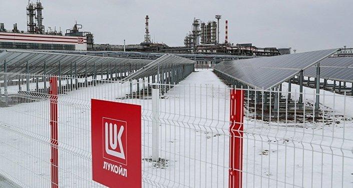 La primera central solar de la región rusa de Volgogrado, construida para la planta petrolera de Lukoil