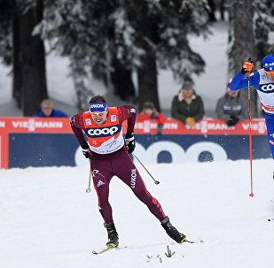 Seguéi Ustiúgov (esquiador ruso, izda.), Federico Pellegrino (esquiador italiano, centro), Lucas Chavat (esquiador francés, drcha.)