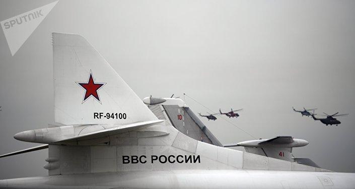 La cola del bombardero ruso Tu-160