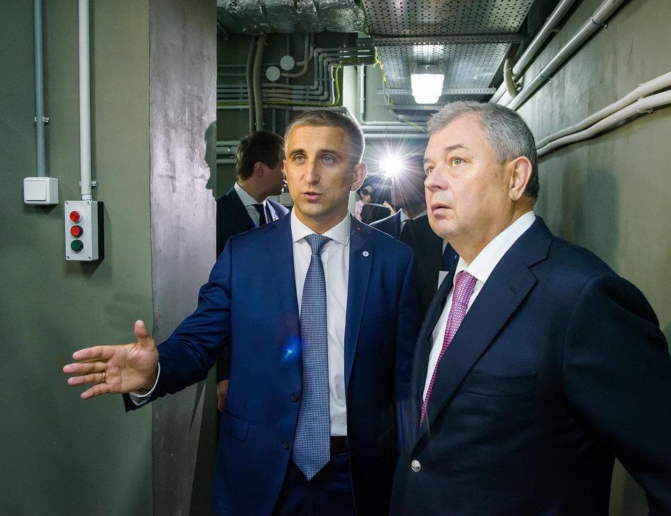 Serguéi Búdnik y el gobernador de la región de Kaluga, Anatoli Artamónov