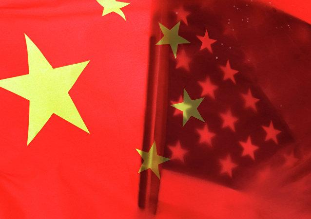 Las banderas de China y EEUU