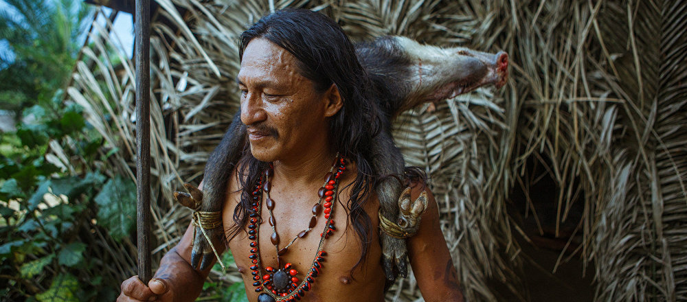 Un indígena de Amazonia