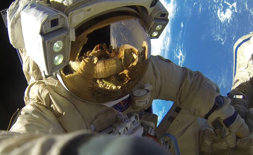 Los cosmonautas rusos baten un récord por accidente