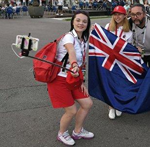 Los fanáticos del equipo nacional de Nueva Zelanda se hacen selfis