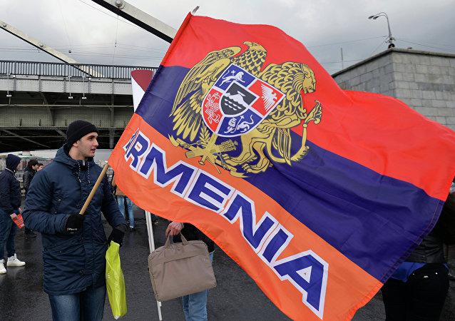La bandera y el escudo de Armenia