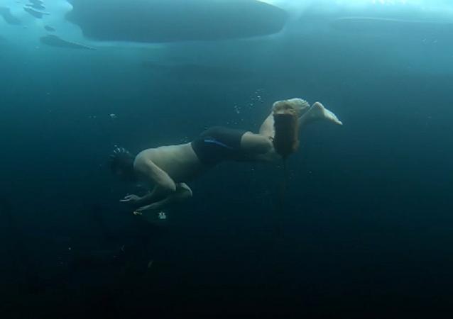 ¿Te atreverías? Buceo extremo bajo el hielo del Baikal