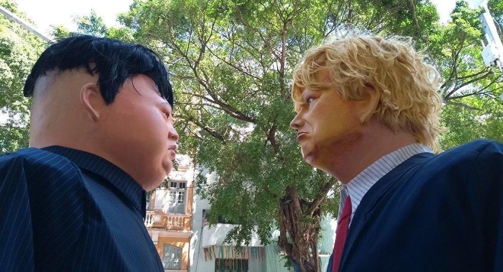 Muñecos gigantes del presidente de EEUU, Donald Trump, y del líder norcoreano Kim Jong-un