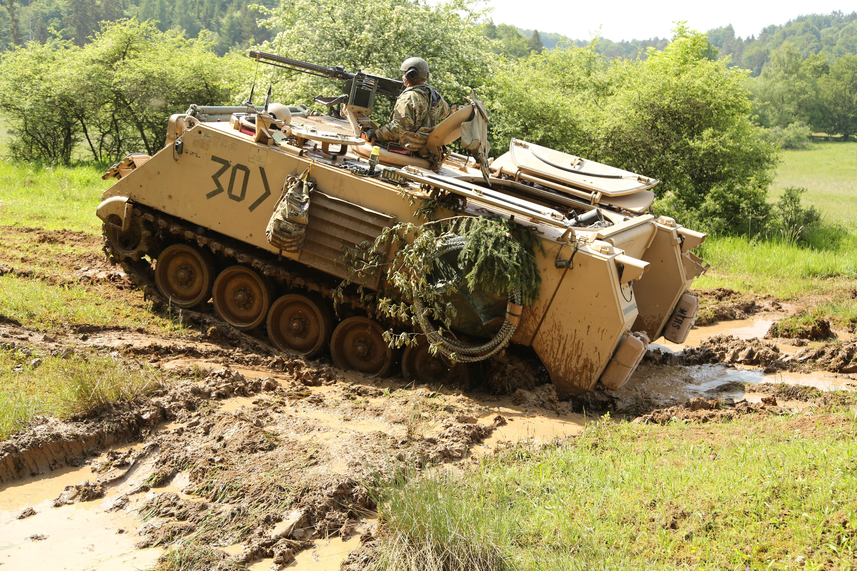 Un M113 estadounidense durante las maniobras en Europa, en 2015