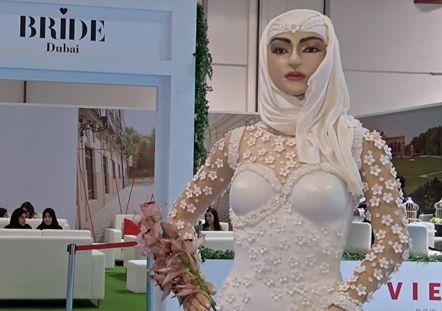 Una tarta nupcial de casi un millón de dólares con forma de novia