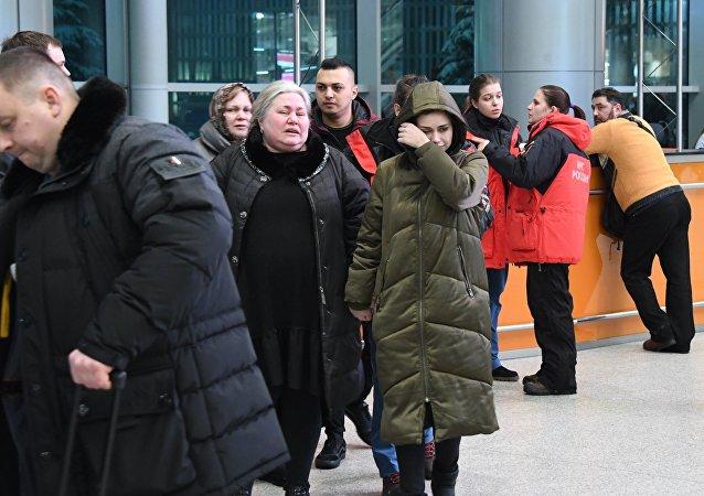Los pasajeros en el aeropuerto Domodédovo de Moscú