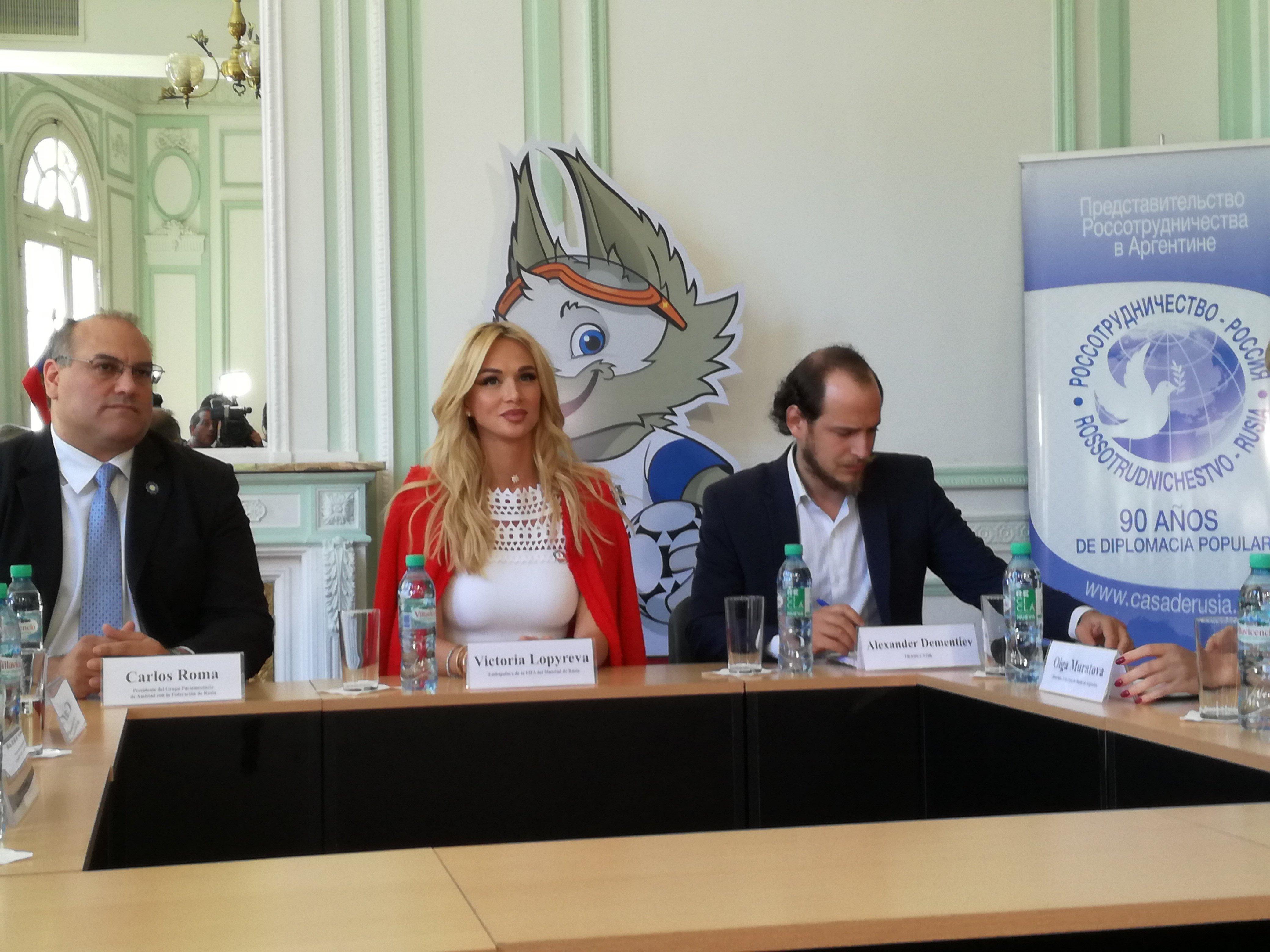 Victoria Lopyreva, embajadora de la Copa Mundial de la FIFA Rusia 2018, durante su visita oficial en Argentina