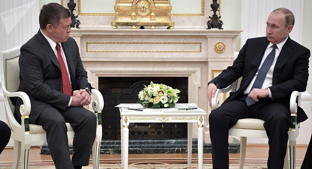 El rey de Jordania, Abdallá II, y el presidente de Rusia, Vladímir Putin (archivo)