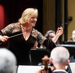 Ligia Amadio, directora de la Orquesta Filarmónica de Montevideo.