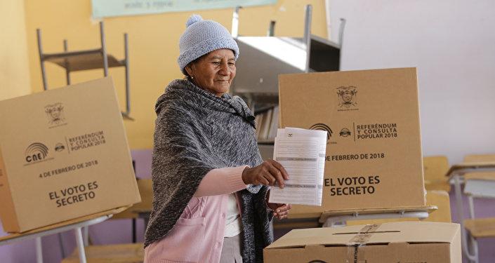 Lenín Moreno envía dos propuestas del referendo al Legislativo