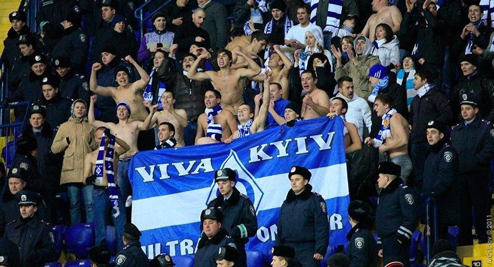 Hinchas del Dinamo de Kiev (archivo)
