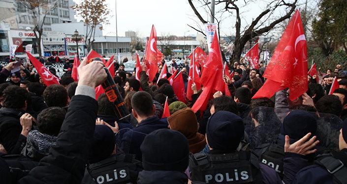 Manifestantes anti-EEUU en Ankara, Turquía