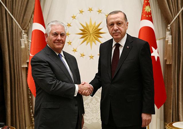 El secretario de Estado de EEUU, Rex Tillerson, y el presidente de Turquía, Recep Tayyip Erdogan