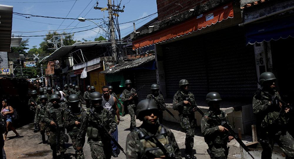 Michel Temer ordena intervenir militarmente Río de Janeiro