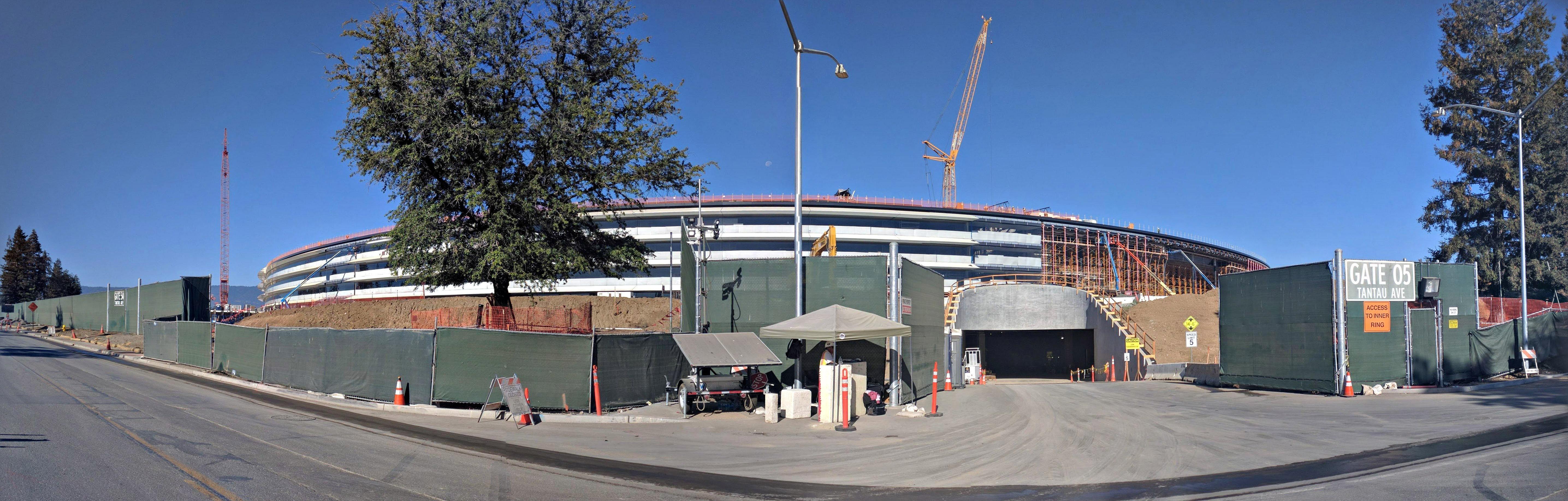 Apple Park, la sede de Apple, durante su construcción en 2016