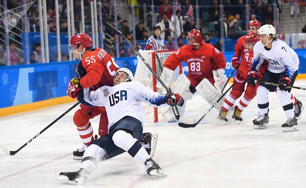 La selección rusa de hockey sobre el hielo durante el partido con EEUU