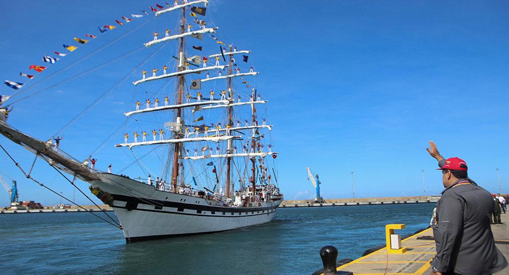 Maduro despide al buque escuela Simón Bolívar