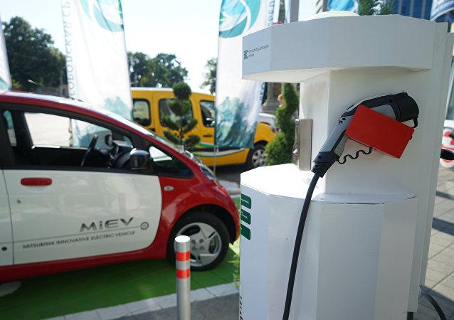 Un puesto de recarga rápida de los vehículos eléctricos en Krasnodar, Rusia (julio de 2017)