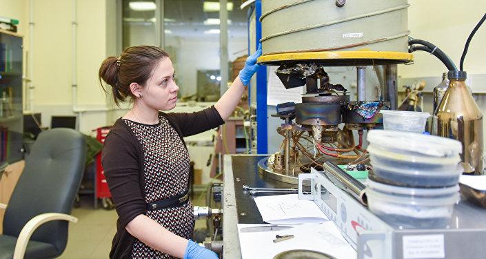La estudiante de posgrado del laboratorio de MISIS Elizaveta Permiakova