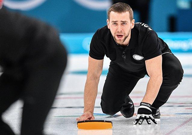 Alexandr Krushelnitski, deportista ruso durante el partido de Curling en JJOO 2018 en Pyeongchang