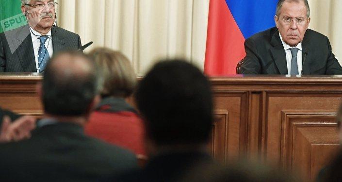 El ministro paquistaní de Exteriores, Khawaja Mohamed Asif, y su homólogo ruso, Serguéi Lavrov