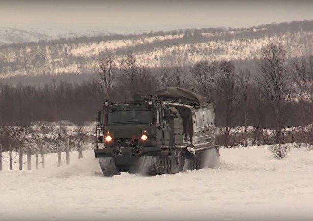 La Flota del Norte de Rusia pone a prueba sus todoterrenos sobre orugas