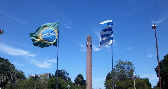 Frontera de la Paz entre Uruguay y Brasil, plaza internacional de Rivera-Santana do Livramento.