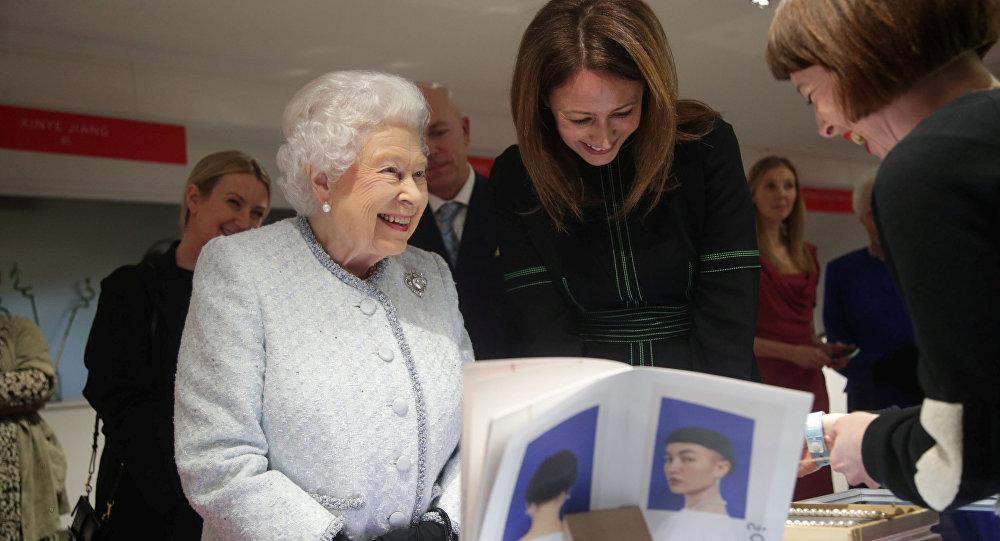 Reina Isabel II en London Fashion Week, imagen ilustrativa