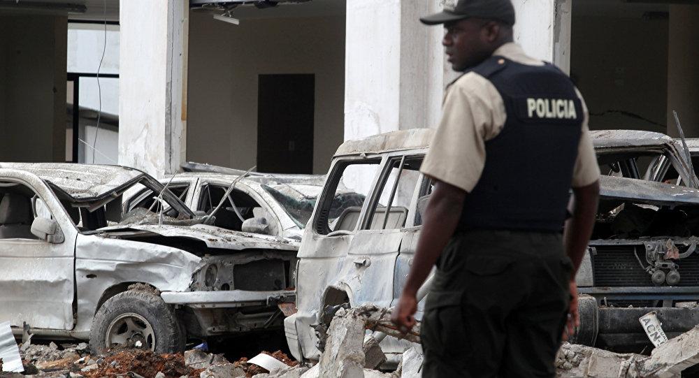 Policía en el lugar del atentado cerca de una estación policial en Ecuador