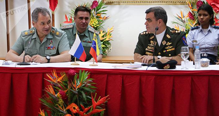Serguéi Shoigú, ministro de Defensa de Rusia y Vladimir Padrino López, ministro de Defensa de Venezuela