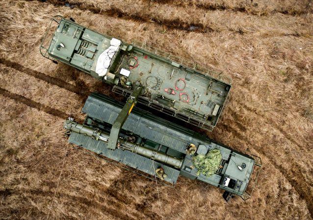 La máquina de transporte y carga del complejo Iskander-K con los misiles de crucero R-500