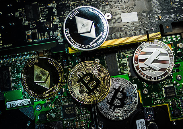 Criptomonedas con los logotipos de Bitcoin, Litecoin y Ethereum