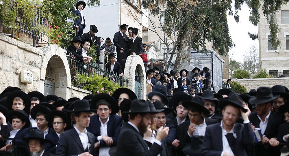 La ceremonia del entierro del rabino Shmuel Auerbach