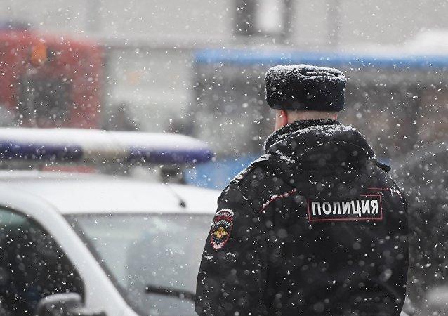 Un policía en Moscú