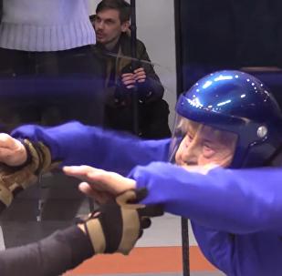 Esta 'nonagenaria de hierro' rusa salta en paracaídas y bate récords, ¿qué has hecho tú?