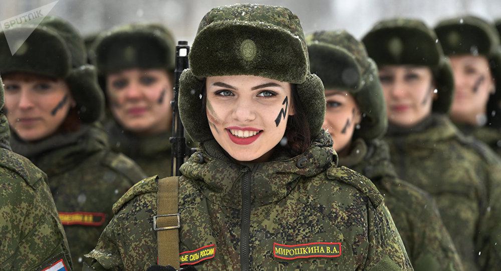 El concurso de maquillaje para camuflaje entre las soldadas rusas (2017)
