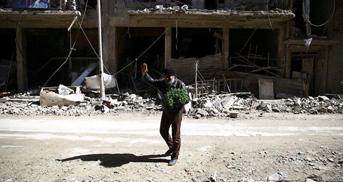 Un hombre en Guta Oriental, Siria