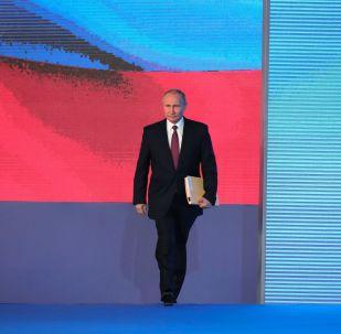 Президент РФ Владимир Путин перед началом выступления с ежегодным посланием Федеральному Собранию в ЦВЗ Манеж