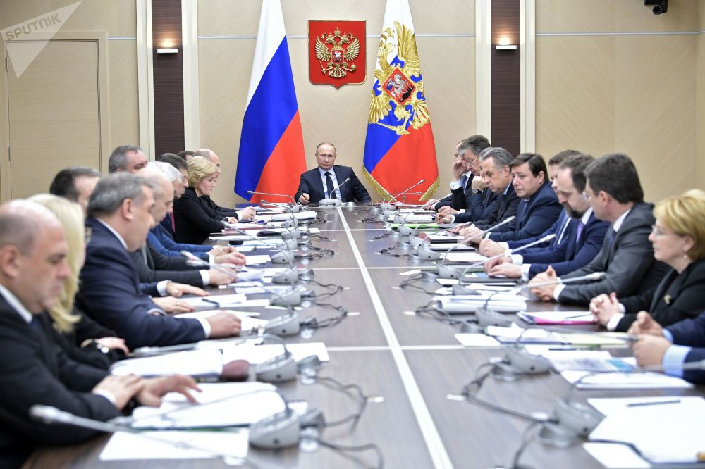 El presidente de Rusia, Vladímir Putin, mantiene una reunión con los miembros del Gobierno ruso