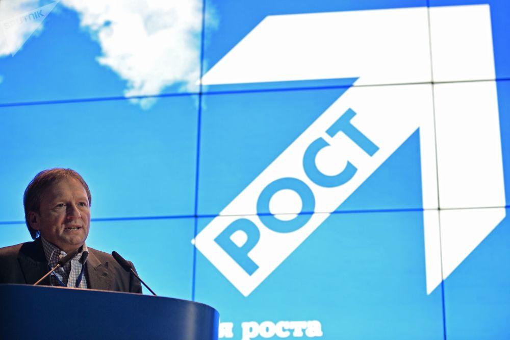 El líder del partido Causa Justa —posteriormente rebautizado Partido del Crecimiento—, Borís Titov, en el congreso del partido Causa Justa