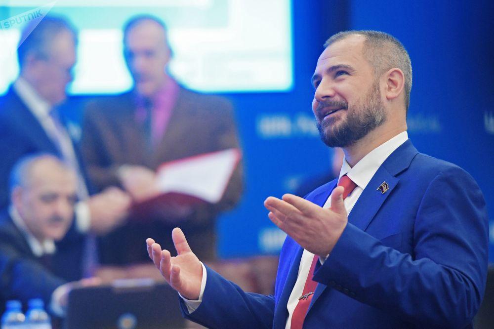 El candidato presidencial por el partido Comunistas de Rusia, Maxim Suraikin, durante el registro de su candidatura