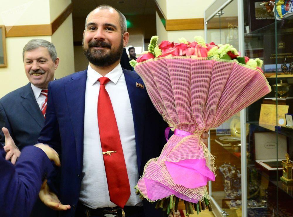 El líder del partido Comunistas de Rusia, Maxim Suraikin antes del encuentro con la presidenta de la Comisión Electoral Central de Rusia