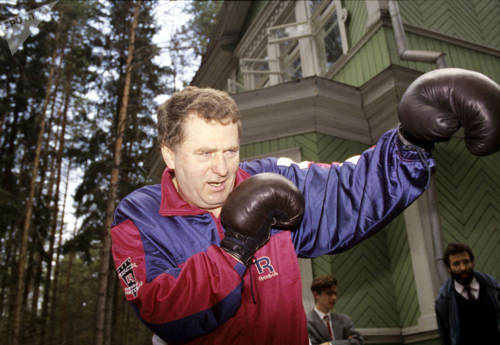 El líder del Partido Liberal Demócrata de Rusia, Vladímir Zhirinovski, practicando boxeo